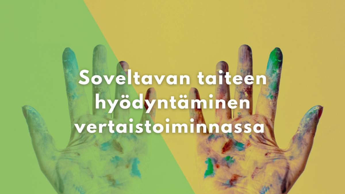 Teksti: Soveltavan taiteen hyödyntäminen vertaistoiminnassa. Taustalla eri väristen maalien tahrimat kädet.